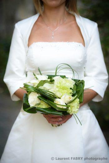 gros plan sur le bouquet de fleurs de la mariée le jour du mariage à Saint-Vital, Haute Combe de Savoie
