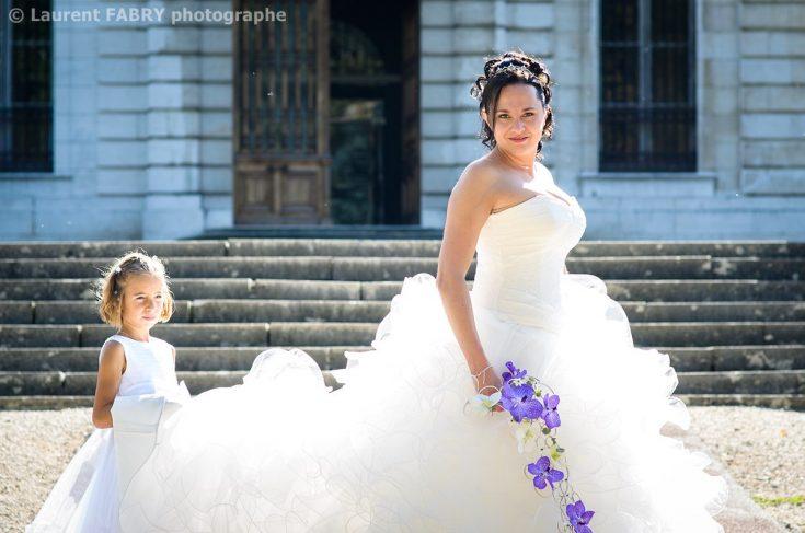 photo de la mariée devant le château de Boigne, mariage à Chambéry, Savoie