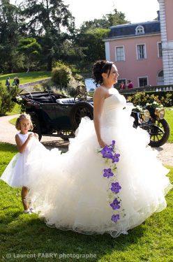 la mariée se prépare à dire oui au château de Boigne, Chambéry, Rhône Alpes