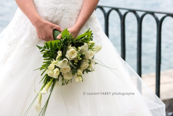 photo en gros plan du bouquet de la mariée