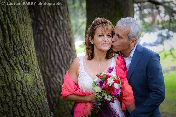 portrait des mariés au parc d Uriage (38) avant leur mariage