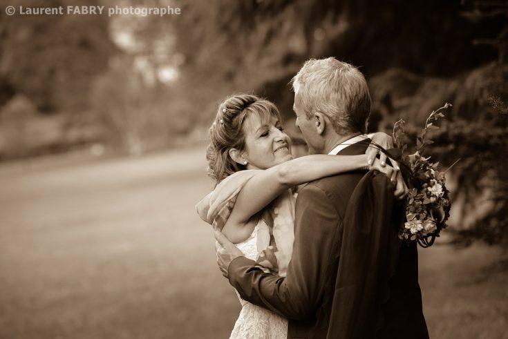 photo en sépia pour les mariés (mariage en Isère près de Grenoble)