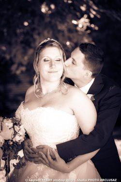 le baiser du marié, photo sépia