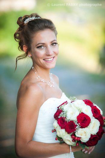 Photo portrait de la mariée le jour de son mariage à Saint-Pierre d Albigny