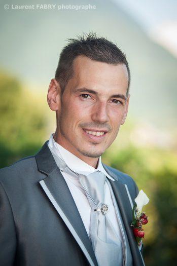Portrait du marié le jour de son mariage en Combe de Savoie