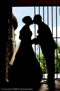silhouette des mariés au fort d Aiton, dans la Combe de Savoie (73)