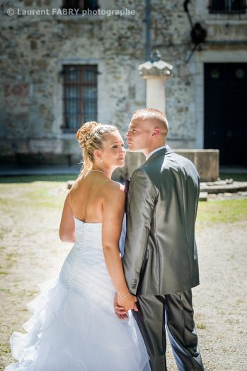 le profil des mariés devant le Château de Montfleury à Avressieux, mariage en Isère