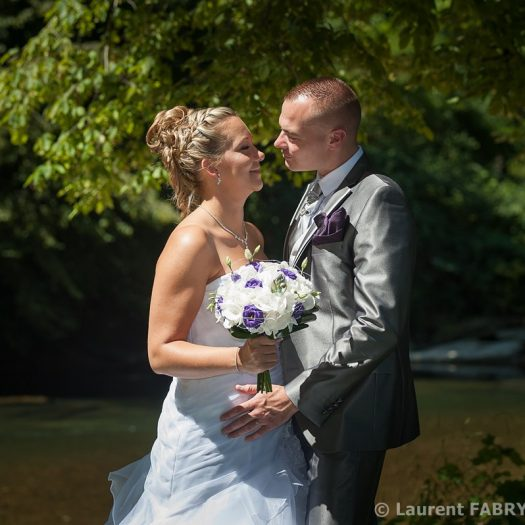 les mariés devant la rivière (le Guiers)