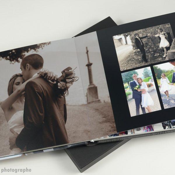 photo de couple en sépia pleine page dans un album de mariage