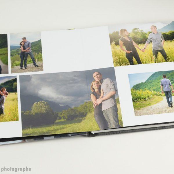 double page séance engagement en ouverture album de mariage