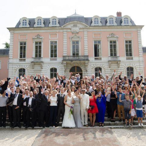 photo de groupe lors de ce mariage au Château de Boigne à Chambéry