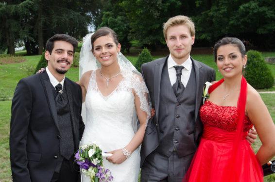 petit groupe photographié après un mariage au parc de Buisson Rond (Chambéry, Savoie)