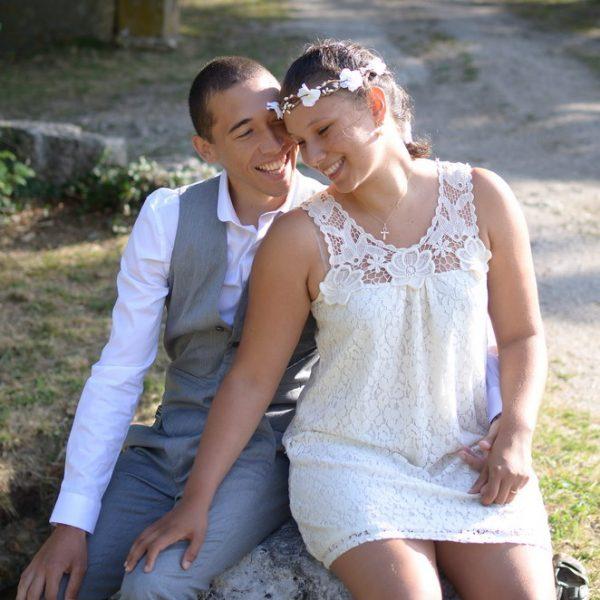 jeune couple se mariant en Savoie près du lac du Bourget, par un photographe professionnel