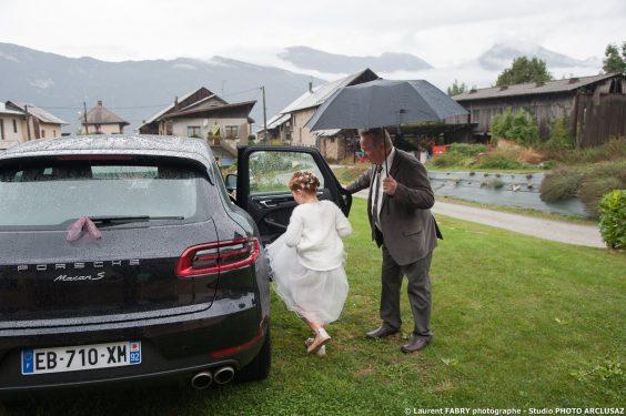 départ au mariage sous la pluie