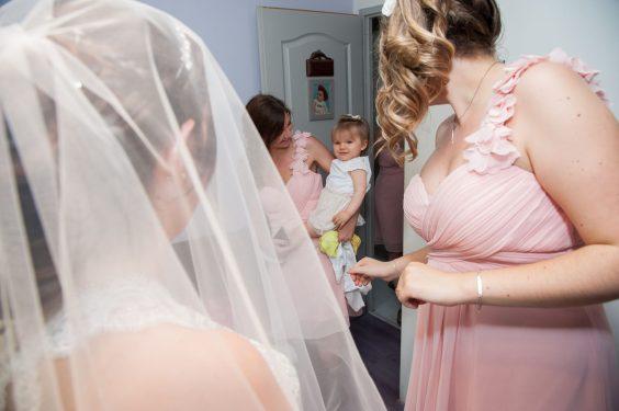 fan de la mariée dès le plus jeune