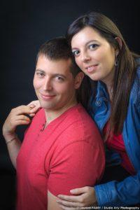 Photo de couple en studio à Ugine avant le mariage à Challes-les-Eaux