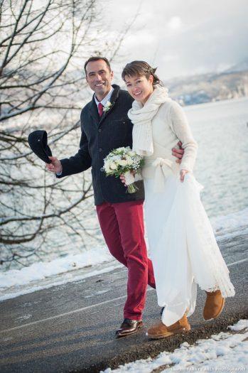 Photo de mariés en hiver à Annecy (Haute Savoie)