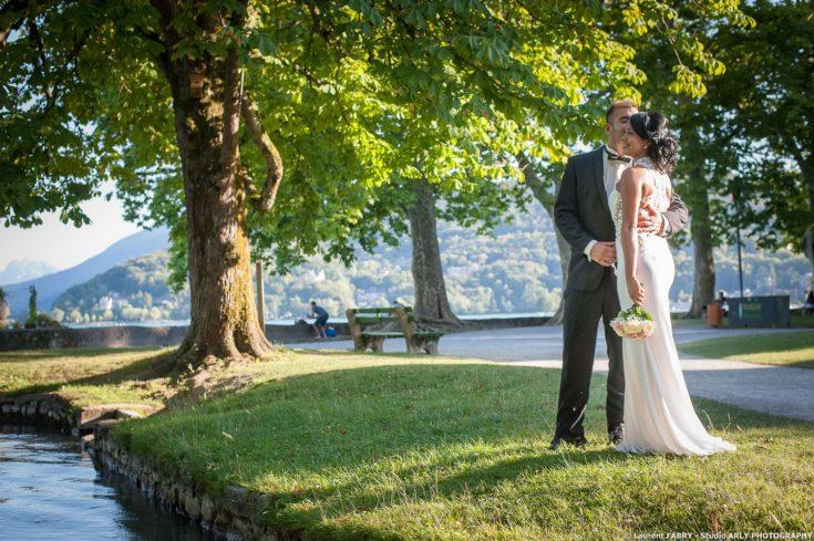 Les mariés dans le jardin, Imperial Palace, Annecy, Haute Savoie