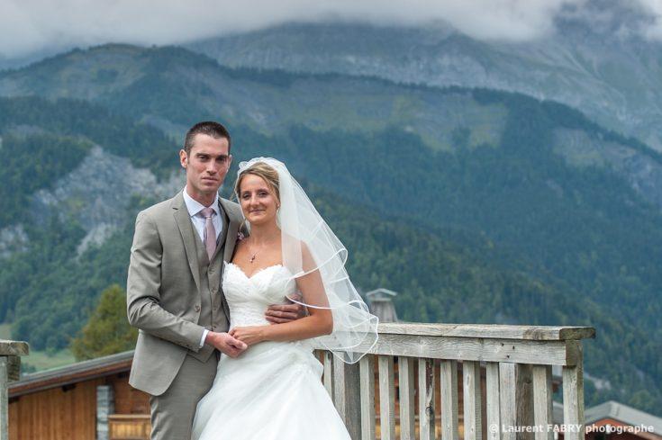 photo de couple sous un ciel nuageux dans une station de ski du val d Arly, Savoie