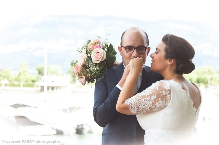 Mariage au lac du Bourget, Savoie, photos de couple près du port