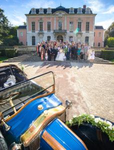 Photo de mariage à Chambéry devant le Château de Boigne