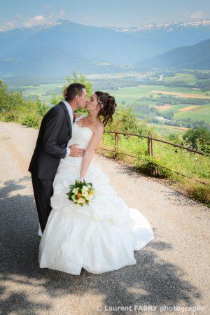 la séance photo de couple le jour du mariage à la montagne (Savoie)