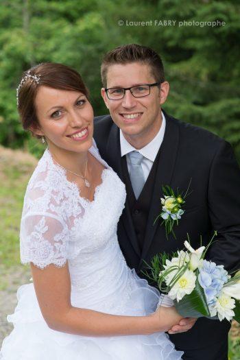 photographe de mariage en Savoie : portrait des mariés, mariage à Saint Jean d Arvey, massif des Bauges