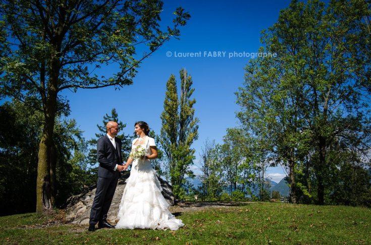 photo des mariés lors de ce mariage aux Marches, photographe en Combe de Savoie