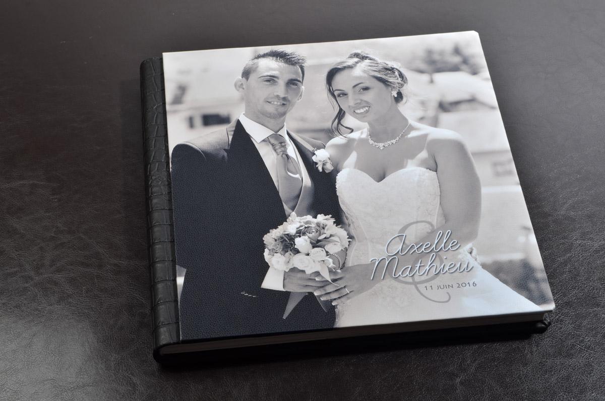 couverture album de mariage à Montmélian : photo en noir et blanc, format carré