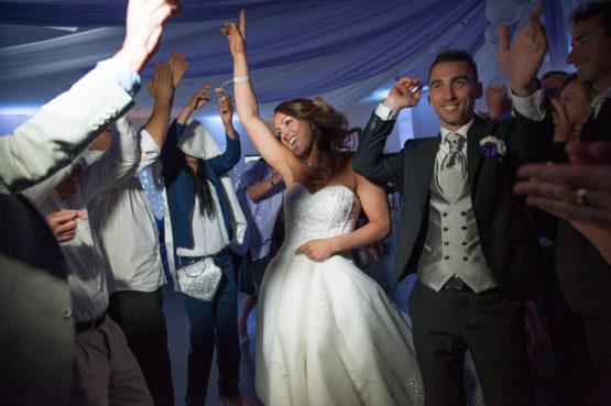 entrée des mariés dans la salle de réception