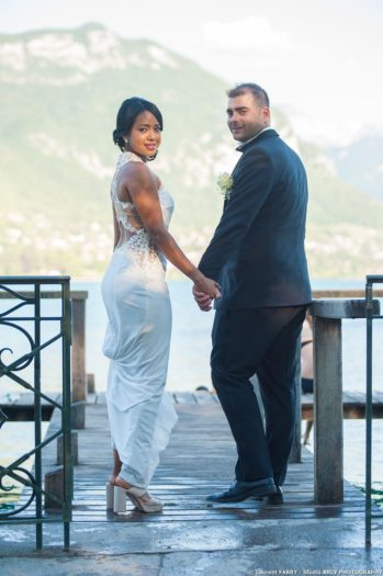 les mariés se retournent sur le ponton, Imperial Palace, Annecy, Haute Savoie