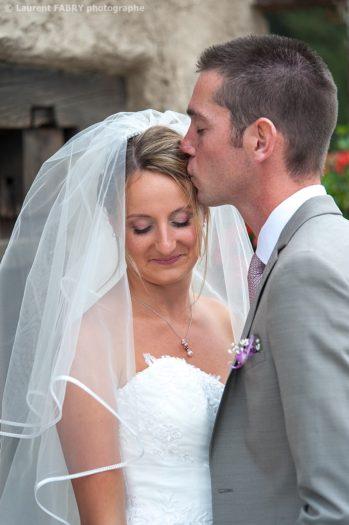 baiser sur le front de la mariée, photographe professionnel