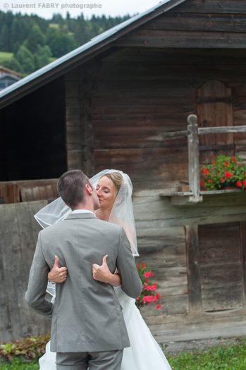 la mariée note le bisou 10/10, photographe dans le Val d