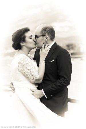 photographe de mariage en Savoie, photo de couple noir et blanc