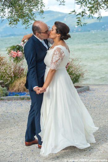 photographe de mariage en Savoie, photo de couple au lac du Bourget (73)